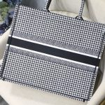 wholesale bags and clothing, shoes, wallets.