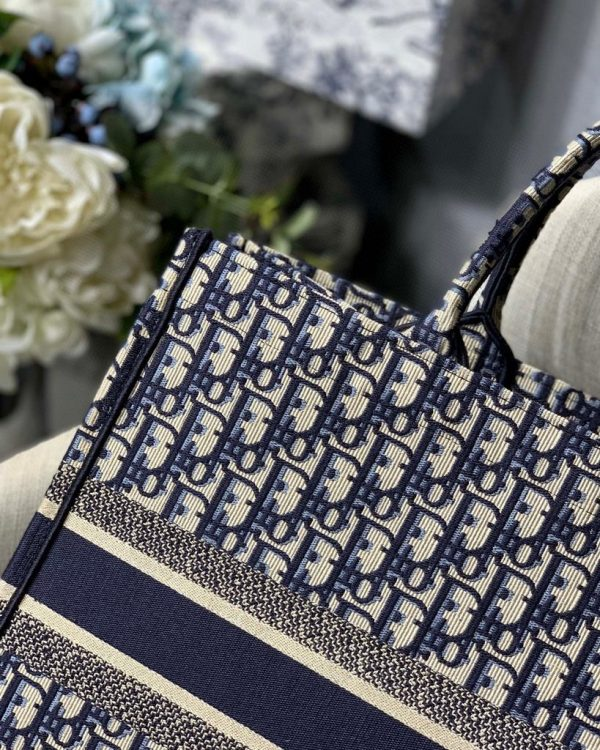 Dior M1286 Dior Book Tote Blue Dior Oblique Velvet - luxibagsmall