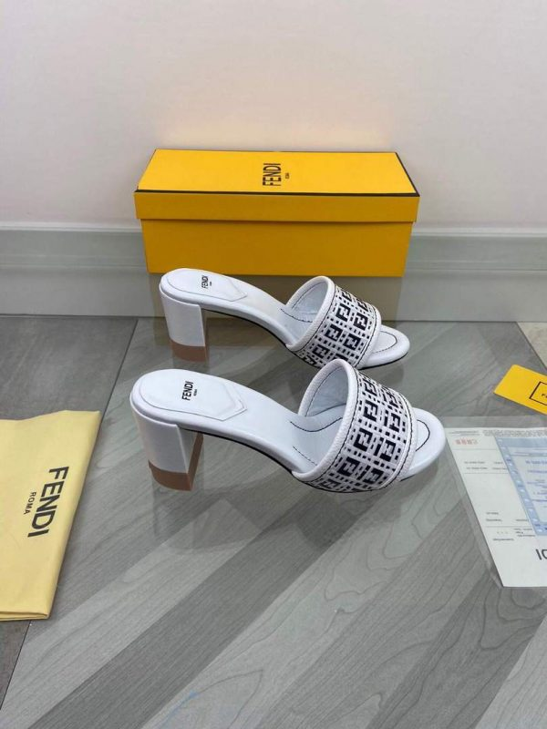 Fendi 8X8095 FF Slippers Leather Sandals White - luxibagsmall