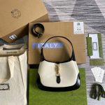 gucci-636706-jackie-vintage-underarm-bag-white-and-black-1